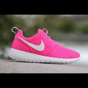 Nike pink roshe one youth 7 women's size 8.5